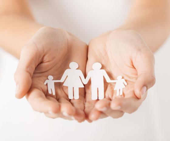 Familie als Scherenschnitt